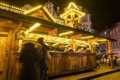 WROCŁAWSKI, POLSKA - DEC 7, 2017: Boże Narodzenia wprowadzać na rynek na Targowym kwadracie Rynek w Wrocławskim, Polska  zdjęcia stock