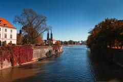 Wroclav, cattedrale di Katedra veduta dal fiume Oder Fotografia Stock