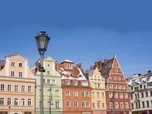 Wroclaw, Πολωνία, ζωηρόχρωμα κτήρια και νάνο άγαλμα Στοκ φωτογραφίες με δικαίωμα ελεύθερης χρήσης