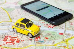 WROCLAW, ΠΟΛΩΝΙΑ - 11 ΑΥΓΟΎΣΤΟΥ 2016: Το Uber app είναι συχνά χρησιμοποιημένο φ Στοκ Εικόνα