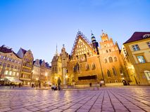 Wroclaw, Πολωνία. Το Δημαρχείο στο τετράγωνο αγοράς τη νύχτα Στοκ φωτογραφίες με δικαίωμα ελεύθερης χρήσης