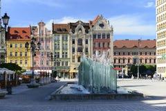 Wroclaw - стеклянный фонтан в рыночном мести стоковая фотография