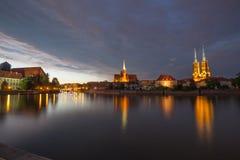 wroclaw 晚上的看法在Ostrow Tumski的最旧的区在城市/波兰 库存照片