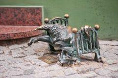 Wroclaw berömd dvärg, 'Chrapek 'gnomstaty, Polen arkivbilder