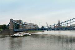 Wroclaw - de brug en het schip op de rivier Royalty-vrije Stock Afbeelding