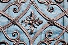 wroclaw Fragment av den metalliska porten av den forntida templet royaltyfri bild