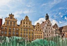 Wroclaw, fuente en la ciudad Imagenes de archivo
