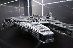 Wroclaw, POLÔNIA - 25 de janeiro de 2014: Milênio do falcão de Star Wars, feito por blocos de Lego Fotos de Stock Royalty Free