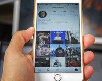 wroclaw POLÔNIA 20, em outubro de 2016: Conta do Instagram de Hillary Clinton mostrada em Iphone 6 positivo, Imagens de Stock Royalty Free