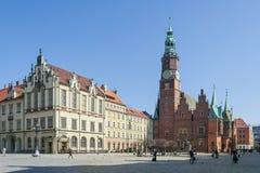 Wroclaw, Polônia - cerca do março de 2012: Torre gótico da câmara municipal e de pulso de disparo em Wroclaw, Polônia Foto de Stock Royalty Free