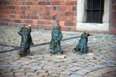 Wroclaw, Polônia - 10 de maio: Anões de Wroclaw na rua o 10 de maio Fotografia de Stock Royalty Free