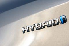 Wroclaw, Polen - Juni 30, 2017: Embleem van een hybride auto van Toyota Auris Stock Fotografie