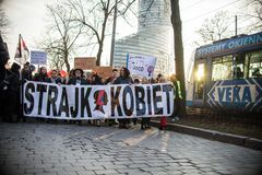 Wroclaw Polen, 2017 08 03 - kvinnors protest Royaltyfri Foto