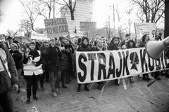 Wroclaw Polen, 2017 08 03 - kvinnors protest Royaltyfri Bild