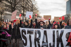 Wroclaw Polen, 2017 08 03 - kvinnors protest Fotografering för Bildbyråer