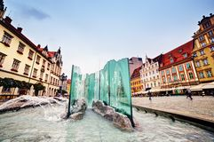 Wroclaw Polen. Marknadsfyrkanten med den berömda springbrunnen Royaltyfri Fotografi