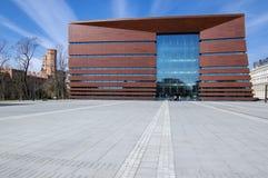 Wroclaw/POLEN - mars 30, 2018: Nybyggt nationellt forum av musik, postmodern byggnad med den stora konserthallen arkivfoto