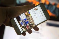 wroclaw POLEN 20, Oktober, 2016: De rekening van Instagram van Donald Trump op Iphone 6 die wordt getoond plus, Stock Fotografie