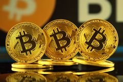 WROCLAW, POLEN - OKTOBER 14, 2017: Hoge rente in bitcoin, nieuw virtueel geld Conceptueel beeld voor cryptocurrency wereldwijd en Royalty-vrije Stock Fotografie