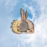 WROCLAW POLEN - OKTOBER 2018: Liten planet Sf?risk flyg- sikt f?r 360 panorama p? den forntida medeltida staden Wroclaw, Polen f? royaltyfri bild