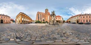 WROCLAW POLEN - SEPTEMBER, 2018: full s?ml?s sf?risk panorama 360 grader omr?de Ostrow Tumski med tornspiror av gotiskt fotografering för bildbyråer