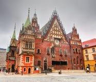 Wroclaw Polen. Stadshuset på marknadsfyrkant Arkivfoto