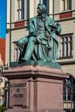 Wroclaw, Pologne - 9 mars 2018 : Statue en bronze néoclassique d'auteur polonais célèbre Alexander Fredro, 1897, par Léonard photo libre de droits
