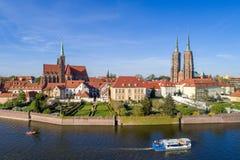 Wroclaw, Pologne Ostrow Tumski avec la cathédrale et l'église gothiques image stock