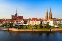 Wroclaw, Pologne Ostrow Tumski avec la cathédrale et l'église gothiques images stock