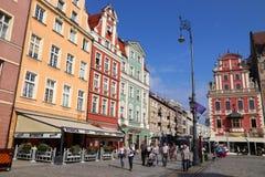WROCLAW, POLOGNE - 2 SEPTEMBRE 2018 : Les gens visitent la place de ville (Rynek) à Wroclaw, Pologne Wroclaw est la 4ème plus gra photo stock