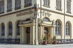 Wroclaw, Pologne - vers en mars 2012 : Restaurant de Spiz à la place du marché central à Wroclaw, Pologne Photos libres de droits