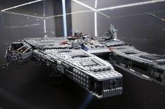 Wroclaw, POLONIA - 25 de enero de 2014: Milenio del halcón de Star Wars, hecho por los bloques de Lego Fotos de archivo libres de regalías