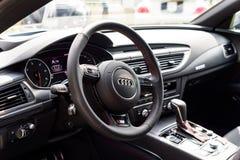 Wroclaw, Polonia, il 14 agosto 2016 - s-line di Audi A7, fine su del volante Fotografie Stock