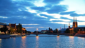 Wroclaw por noche fotografía de archivo libre de regalías