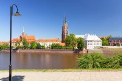 Wroclaw, Rivierboulevards en mening van de oude stad stock fotografie