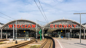 Wroclaw strömförsörjningsjärnvägsstation Arkivfoto