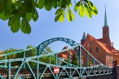 wroclaw Tumskibrug, Voetgangersbrug aan het oudste district van de stad royalty-vrije stock foto