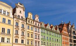 Wroclaw, Voorzijden van historische woningen in de oude stad stock foto