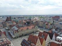 Wroclawhorizon met mooie kleurrijke historische huizen van de Oude Stad, luchtmening van het het bekijken terras Stock Fotografie