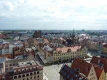 Wroclawhorizon met mooie kleurrijke historische huizen van de Oude Stad, luchtmening van het het bekijken terras Stock Foto's