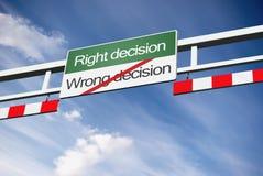 wrong för beslutshöger sida långt Arkivfoton