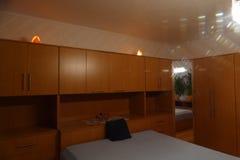 Wrotna bukowa sypialnia Fotografia Royalty Free