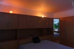 Wrotna bukowa sypialnia Zdjęcia Royalty Free