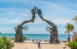 Wrotny majowie - graniczący z oceanem Brązowa statua przy playa del carmen Obrazy Stock