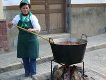 Wrzące kiełbasy przy wioski Matanza festiwalem Obrazy Stock