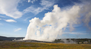 wrzący geotermiczny gejzer fotografia stock