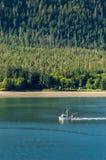 Wrzesień 14, 2018 - Juneau, AK: Mała łódź rybacka w Gastineau kanale obrazy royalty free