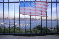 Wrzesień 11, 2001 pomnik na dachu patrzeje nad Weehawken, Nowym - bydło, Miasto Nowy Jork, NY fotografia stock