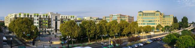 Wrzesień 5, 2017 Sunnyvale/CA/USA - Panoramiczny widok z lotu ptaka w centrum Sunnyvale z mieszanką nowy multifamily mieszkaniowy obrazy royalty free