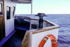 2018 Wrzesień 18th, Syros ferryboat, Grecja Wiatr może być extrem obrazy royalty free